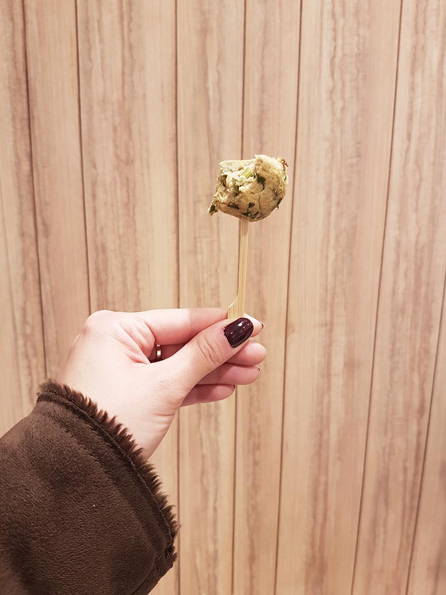 Celeiro_Falafel com molho de hortelã a