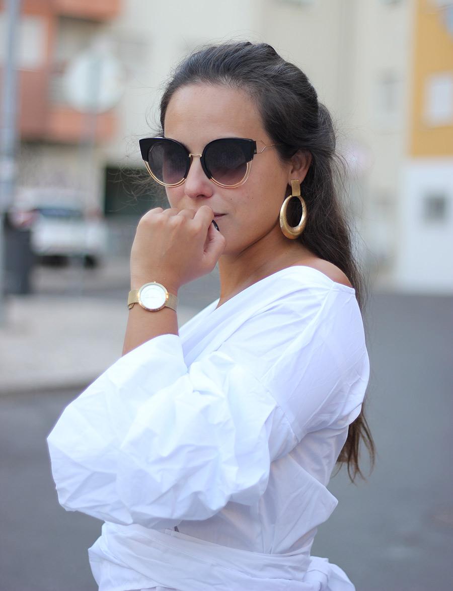 A camisa branca exagerada da SheIn