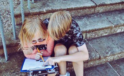 Sobre ensinar as nossas crianças a praticar o amor no regresso às aulas